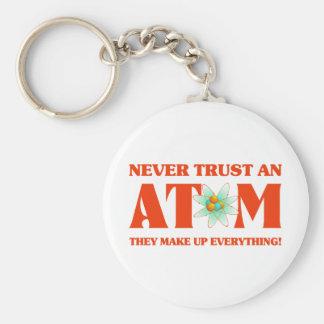 Nunca confíe en un átomo en naranja atómico llavero redondo tipo pin