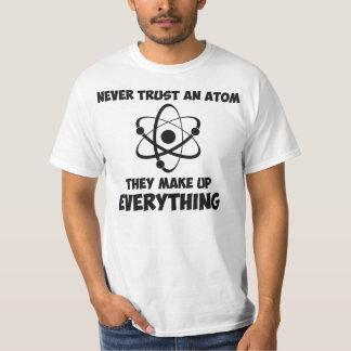 Nunca confíe en un átomo playera