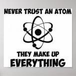 Nunca confíe en un átomo posters