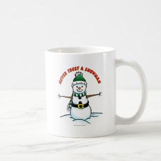 Nunca confíe en un muñeco de nieve taza