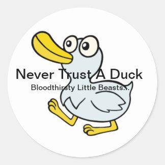 Nunca confíe en un pato - al lado de las fans para etiquetas redondas