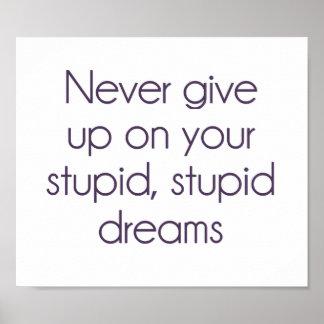 Nunca dé para arriba en sus sueños estúpidos póster