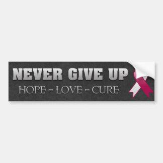 Nunca dé para arriba la conciencia del cáncer de c etiqueta de parachoque