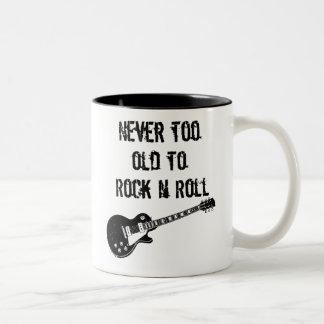 Nunca demasiado viejo oscilar el rollo de N Taza De Dos Tonos