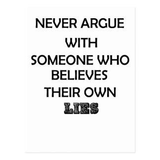nunca discuta con alguien que cree sus los propios postal