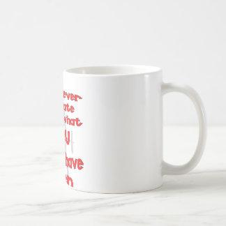 Nunca es demasiado atrasado ser lo que usted puede taza básica blanca