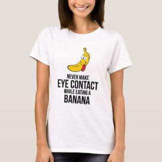 Nunca haga el contacto visual mientras que come un playera