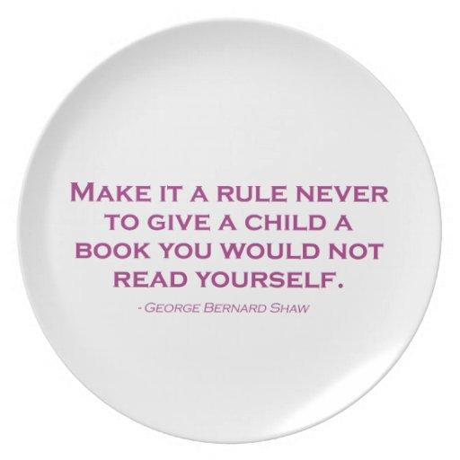 Nunca hágale una regla para dar a un niño un libro plato de cena