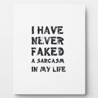 Nunca he falsificado un sarcasmo en mi vida placa de madera