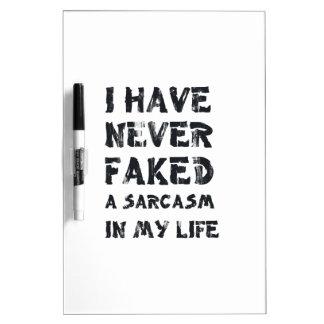 Nunca he falsificado un sarcasmo en mi vida tablero blanco