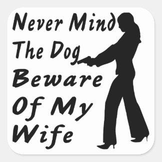 Nunca importe del perro se guardan de mi esposa pegatina cuadrada
