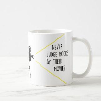 Nunca juzgue los libros por su taza de las