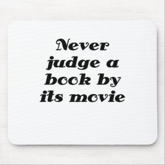 Nunca juzgue un libro por su película alfombrillas de ratones