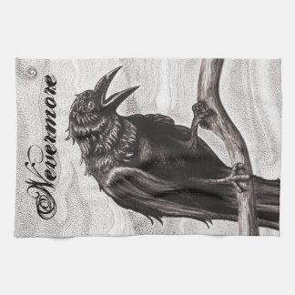 Nunca más cuervo en la toalla de cocina de la nieb