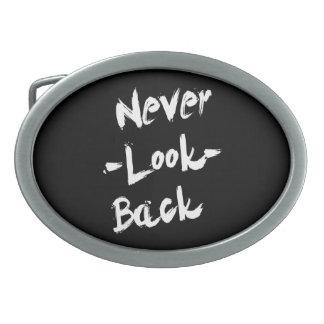 Nunca mire detrás, cita inspirada hebillas de cinturon ovales