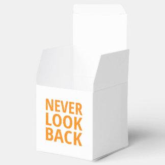 Nunca mire detrás la tipografía retra anaranjada caja para regalos de fiestas