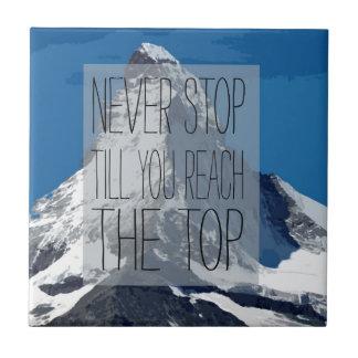 Nunca pare hasta que usted alcanza la montaña azulejo cuadrado pequeño