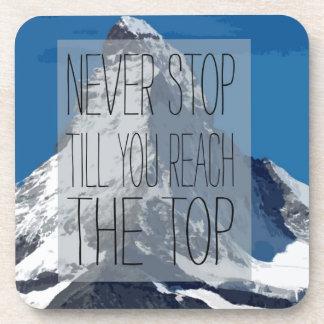 Nunca pare hasta que usted alcanza la montaña posavasos de bebida