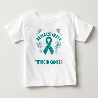 Nunca subestime la fuerza del cáncer de tiroides playera de bebé