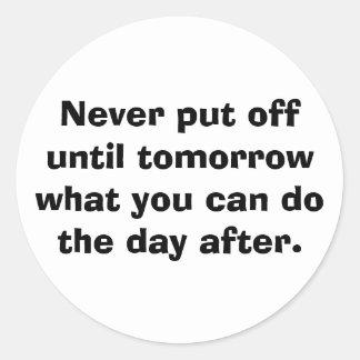 Nunca suspenda hasta mañana… pegatinas redondas
