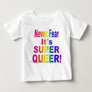 Nunca tema que sea arco iris raro estupendo playera de bebé