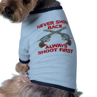 Nunca tire detrás siempre el lanzamiento primero camiseta de perrito