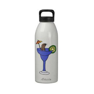 Nutria de mar divertida en la bebida azul de Marga Botallas De Agua
