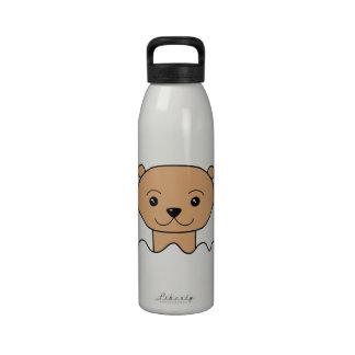 Nutria en agua botella de agua