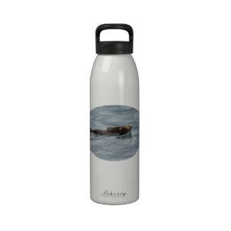Nutria y perrito de mar botella de agua