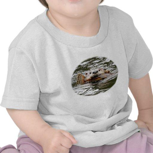 Nutria y pescados de río camisetas
