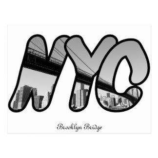 NYC con el puente de Brooklyn en la noche Postal
