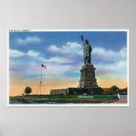 NYC, nuevo YorkView de la estatua de la libertad Póster