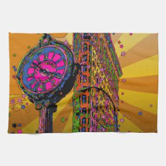 NYC psicodélico: Edificio y reloj #2B de Flatiron Toallas