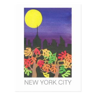 NYC verde en la noche en otoño Postales
