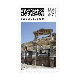 Nymphaeum Traiani, estructura antigua de la fuente Estampilla
