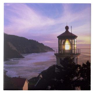 O, costa de Oregon, faro principal de Heceta, ence Azulejos