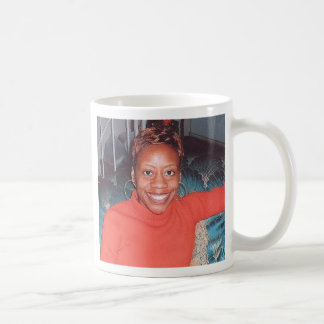 O M O I Y E COFFEE MUG