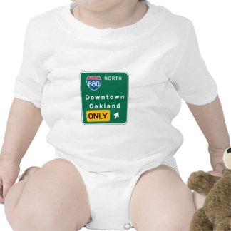 Oakland, señal de tráfico de CA Traje De Bebé