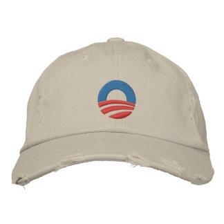 Obama bordó la gorra de béisbol del logotipo