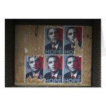 Obama firma adentro una ventana subida de un cerra tarjeta de felicitación