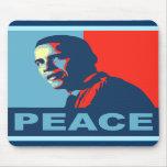 Obama gana las camisetas del premio de la paz alfombrillas de ratones
