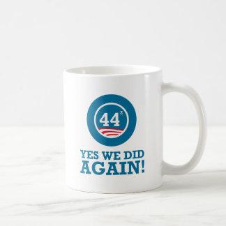 Obama - hicimos sí OTRA VEZ Tazas