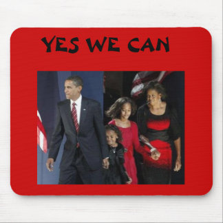 Obama holding hands with Famly, YES WE CAN Mouse Pad