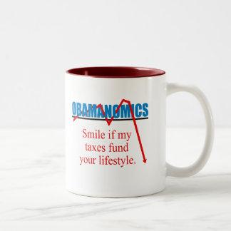 Obamanomics - sonrisa si mis impuestos financian taza de café de dos colores