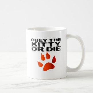 Obedezca el gatito o muera taza clásica