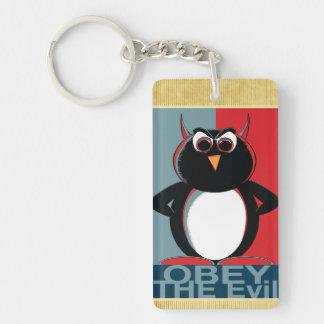 Obedezca el pingüino malvado llavero rectangular acrílico a una cara