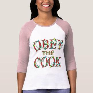 Obedezca la camiseta divertida de la cocina del polera