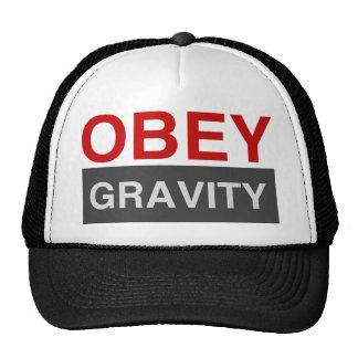 Obedezca la gravedad gorras de camionero