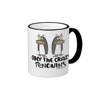 Obedezca las tazas locas de los pingüinos -