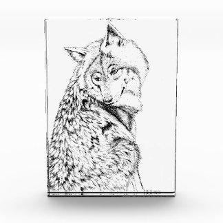 Objeto decorativo de cristal del lobo de madera